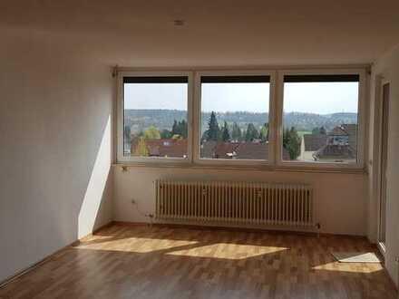Lichtdurchflutete 3-Zimmer-Wohnung mit Balkon und Einbauküche in Oberasbach
