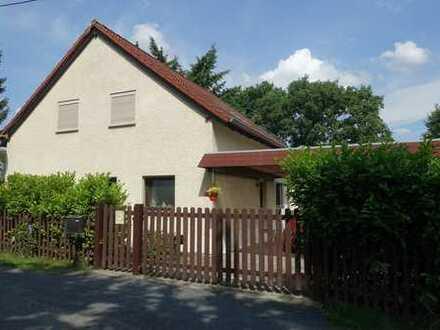 Gepflegtes Einfamilienhaus mit Terrasse, Carport und liebevoll gestaltetem Grundstück in Friedewald