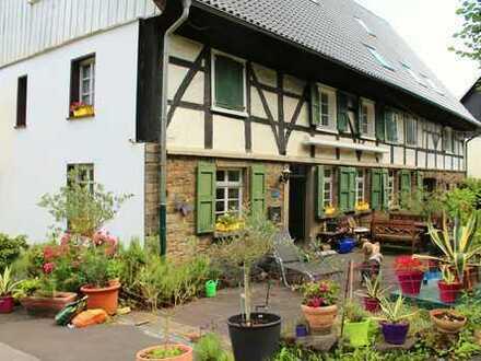 Liebhaberstück in Stadtrandlage von Velbert - Historisches Bauernhaus um 1600 (Exposé bitte lesen!)