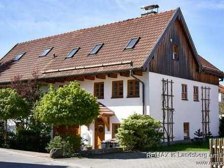 Charmantes Ein- bis Zweifamilienhaus mit traumhaften Bauerngarten in Alt Kaufering