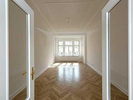 Erstklassige 4-Raumwohnung mit zwei Bädern und Balkon!