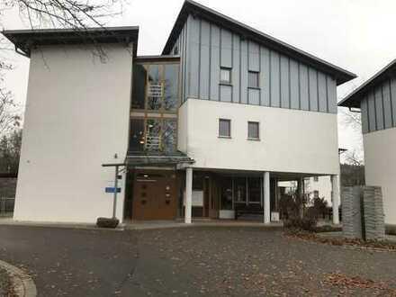 Wohnen in der Seniorenwohnanlage in Wilhelmsdorf!! Gepflegte 2-Zimmer Wohnung im Obergeschoss!!