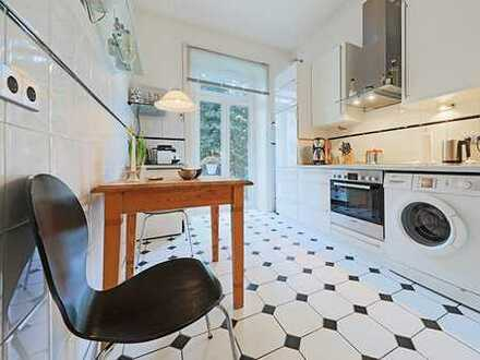 Stilvolle, möblierte 4-Zimmer-Wohnung mit 2 Balkonen und Einbauküche im Eppendorfer Weg, Hamburg