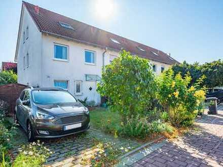 Nidderau-Heldenbergen: Wunderschönes, neuwertiges Einfamilienhaus (REH) in zentraler & ruhiger Lage