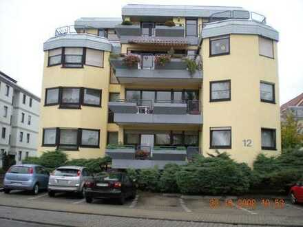sehr schöne 1 Zimmer - Mietwohnung mit sep. Küche, überd. Balkon + Stellplatz in bevorzugter Lage