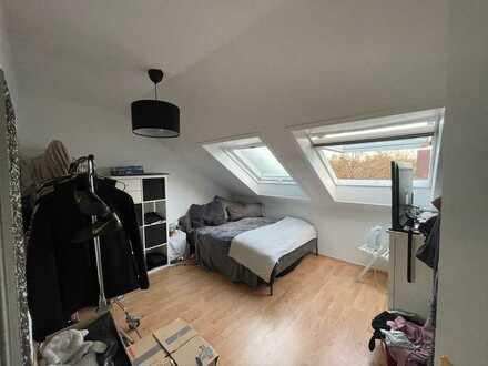 Stilvolle 2-Zimmer-DG-Wohnung mit Balkon und EBK in Oldenburg