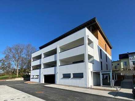 Erstbezug: 2-Zimmer-Hochparterre-Wohnung mit Balkon + Einbauküche + TG-Stellplatz
