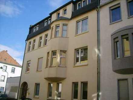 WRS Immobilien -WRS Immobilien - 3 Zimmer Wohnung in FFM-Griesheim mit Balkon und altem Dielenboden