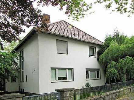 Freistehendes Einfamilienhaus mit großem Garten in Bonn, Nähe Hochkreuzallee