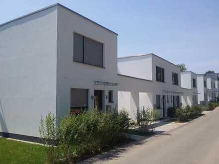 Hochwertiges (Fertigstellung 08/2016) Reihenendhaus/ Garage/ Carport/Garten in sonniger Hanglage