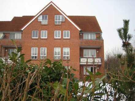 Renovierte 4-Zimmer-Maisonette-DG-Wohnung mit Balkon und Einbauküche in Altenholz