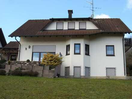 Neuwertige 3-Zimmer-Dachgeschosswohnung mit Balkon und Einbauküche in Dürrlauingen