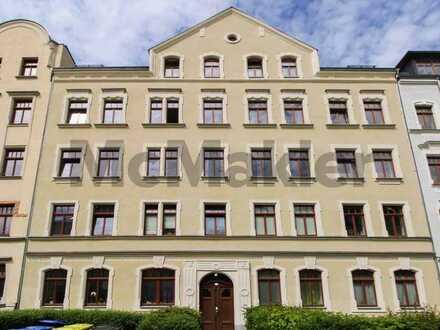 Denkmalgeschützes Renditeobjekt: Komplett sanierte 3-Zi.- Altbauwohnung mit Balkon in begehrter Lage