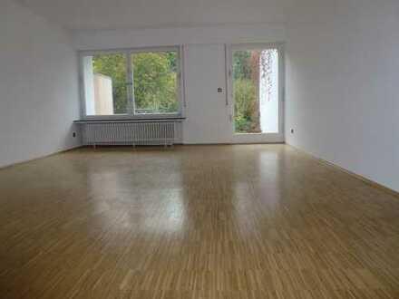 Familienfreundliches Haus m. 2 Bädern, 4 Schlafzimmern, Garage und Paradiesgrundstück am Lerchesberg