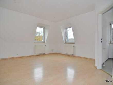 2 Zimmer - Dachgeschosswohnung mit EBK + zusätzl. Zimmer Dachboden - Lift -