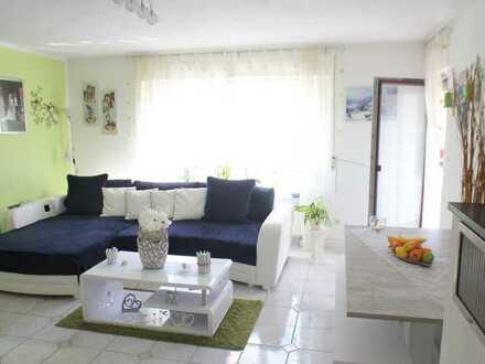 Modernisierte 3-Zimmer-Eigentumswohnung mit Balkon, Garage und Pkw-Stellplatz