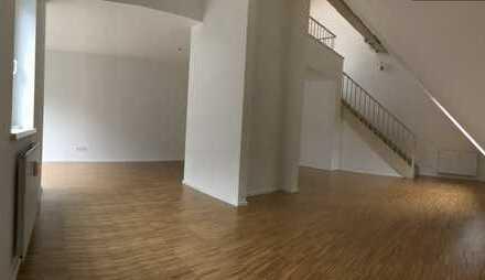 Frisch sanierte und ruhige 4-Zimmer Wohnung am Hauptbahnhof mit Blick ins Grüne