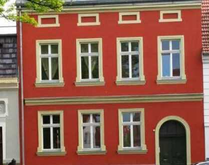 3 Raumwohnung_Einbauküche_sanierter Altbau_Keller_Stellplatz_Fußbodenheitzung_Balkon_Kamin