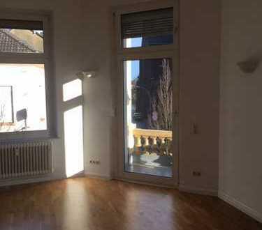 Traumhaftes und großzügiges Wohnen mit Altbauflair, Nähe Schillerplatz !