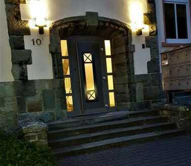 Großzügige 3/4-Raum-Wohnung mit Balkon, courtagefrei, gewerblich oder privat nutzbar.