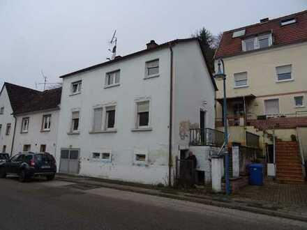 Großes Einfamilienhaus in Thaleischweiler, renovierungsbedürftig