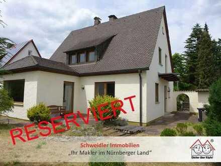 Gepflegtes Liebhaber-Einfamilienhaus mit schönem Gartengrundstück und Garage in Schwaig
