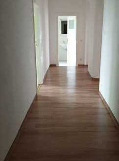 Teilmöblierte 3-Zimmer-Wohnung (3.OG M) Balkon und EBK, vollständig renoviert in der Au