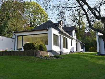 Sehr gepflegtes Einfamilienhaus auf großem Grund in Berlin-Kladow nahe der Havel