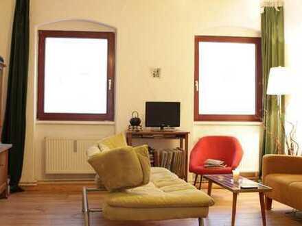 Schönes helles Zimmer (25 qm, bei Bedarf möbliert) in gemütlicher WG