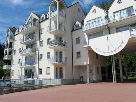 Sanierte 4-Raum-Erdgeschosswohnung mit Balkon und Einbauküche in Schwandorf