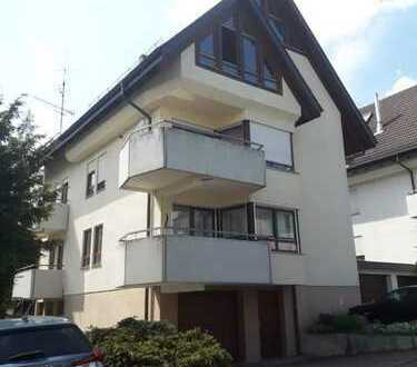 Schöne 3-Zimmer-Erdgeschosswohnung mit sonnigem Balkon, Kellerraum und Garagen-Stellplatz