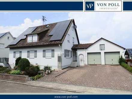 Familienfreundliches Zweifamilienhaus mit Doppelgarage, Garten und PV-Anlage in attraktiver Lage