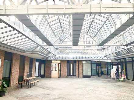 Helles, modernes ca. 690 qm Ladenlokal mit Atrium zu vermieten!