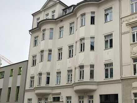 Erstbezug nach komplett Sanierung -- 4 Zimmer , Wannen-Dusch-Bad , große Küche mit Balkon Zugang