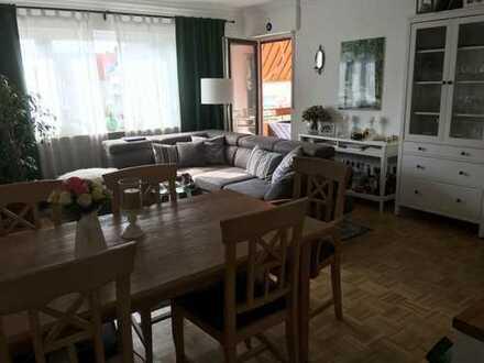Exklusive, modernisierte 3-Zimmer-Wohnung mit Balkon und EBK in Leonberg