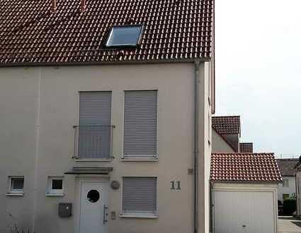 Schöne, neuwertige 5-Zimmer-Doppelhaushälfte mit EBK in Herrenberg-Kuppingen