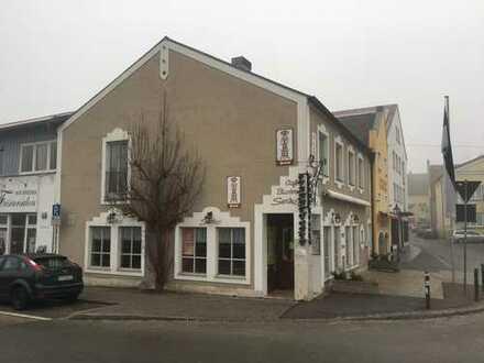 Café/ Laden mit Wohnung in Abensberg