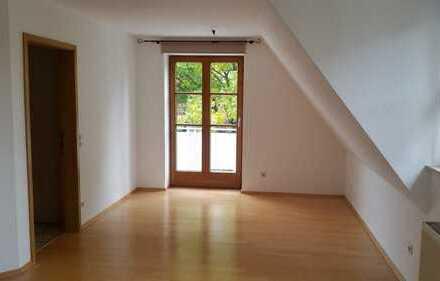 Gemütliche 2,5-Zimmer-Maisonette-Wohnung mit Balkon und Einbauküche an der Blau
