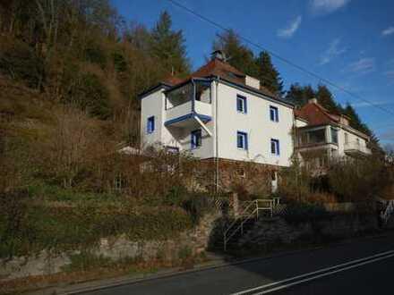 Charmantes Wohnhaus mit Blick ins Lahntal