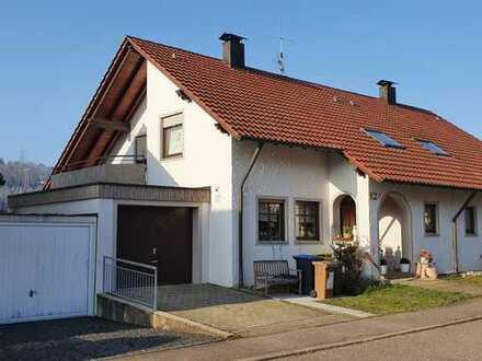 Familiengerechtes und repräsentatives Einfamilienhaus mit Einliegerwohnung (DHH) Provisionsfrei!