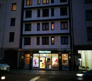 Schöne drei Zimmer Wohnung in Aschaffenburg, Stadtmitte mit Luxus Ausstattung !!