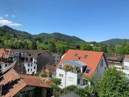 Vollständig renovierte Mobilierte 4-Zimmer-Wohnung mit Balkon und Einbauküche in Baden Baden