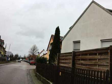 Doppelhaushälfte mit Garten, Carport in Kleinerdlingen, Nördlingen