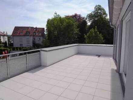 3,5-Zi-Penthouse-Wohnung mit Luxus-EBK, Dachterrasse, TG-Stellplatz und 1 Außenstellplatz.