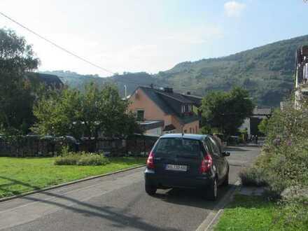 Helle und gemütliche Dachgeschosswohnung mit drei Zimmern sowie Balkon und EBK in Wintrich