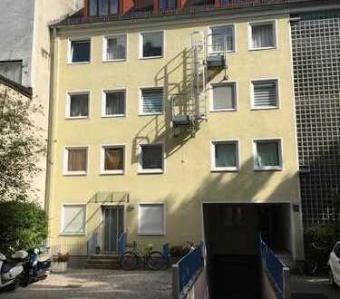 Neu renovierte 2 Zi-DG-Galeriewohnung mit Terrasse im Lehel (Altstadt)