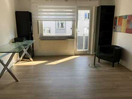 Schöne, sanierte 1 1/2 Zimmer-Wohnung m. Balkon, Einbauküche, Keller