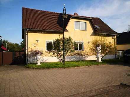 Erstbezug nach Sanierung mit EBK: günstige, geräumige 3-Zimmer-Hochparterre-Wohnung in Straupitz