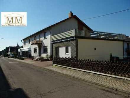 Freistehendes Geschäftshaus / MFH mit Dachterrasse / Garagen / Geschäfts- Verkaufsfläche