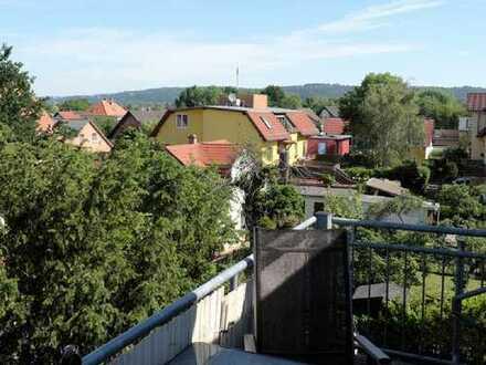 Balkon & Wohnküche // DG-Wohnung in Leuben